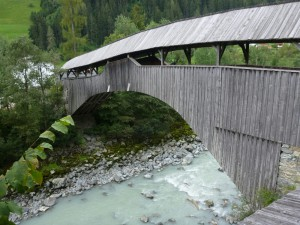Holzbrücke zwischen Landeck und Tösens