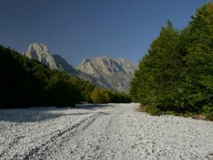 Weg im Flussbett - Valbonetal