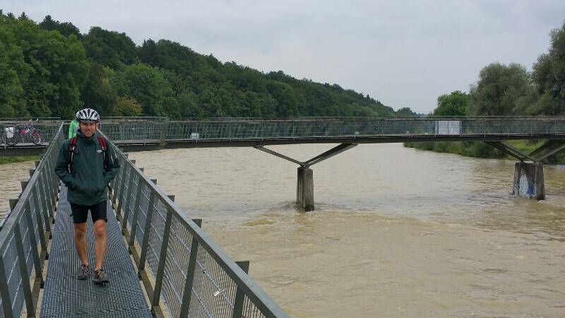 Isar Hochwasser an der Marienklausenbrücke