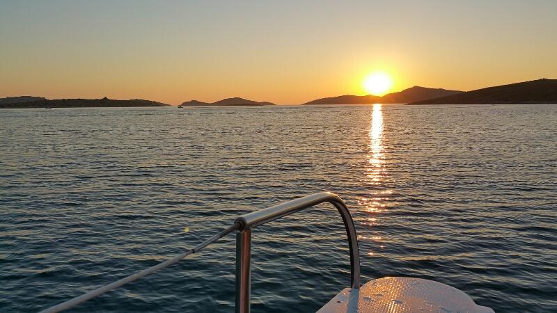 Sonnenuntergang bei der Insel Mana