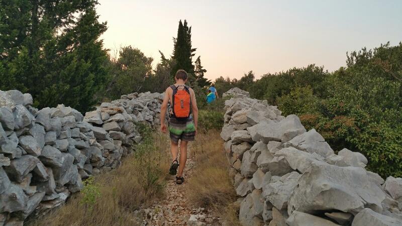 Fußpfad von der Bucht Nozdra Vela nach Kaprije