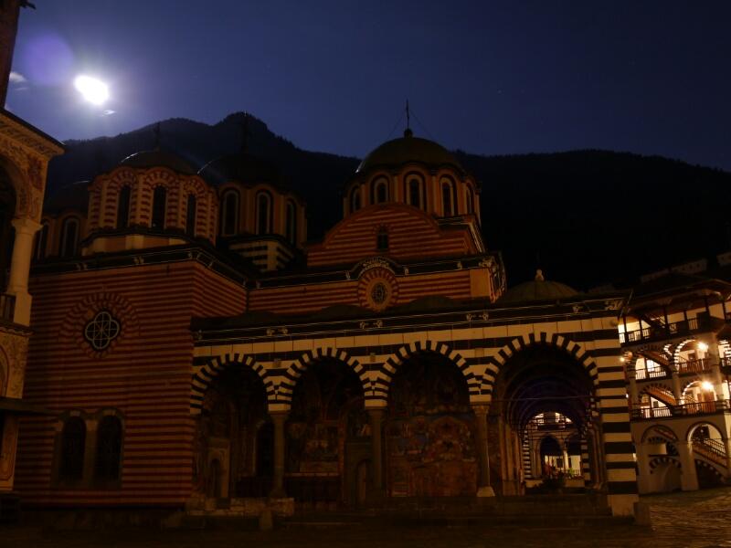 Vollmond über dem Rila Kloster