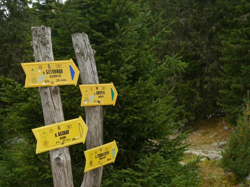 Wegweiser zur Hütte Tevno Ezero